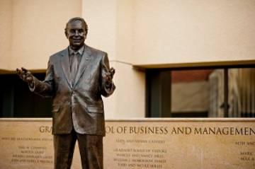 https://bschool.pepperdine.edu/about/images/george-statue.jpg
